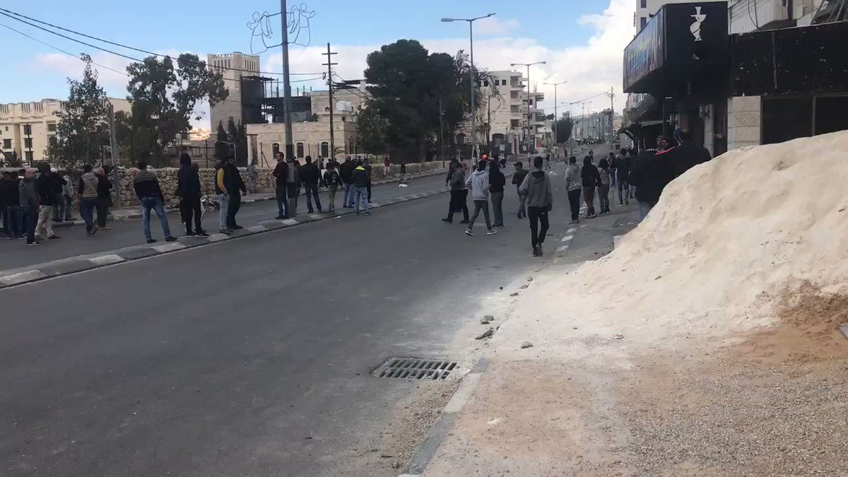 RT @sfrantzman: Several #Palestinians lightly wounded in #Bethlehem clashes #HappeningNow #breakingnews https://t.co/0EPc1MhHNg