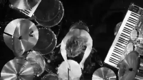 RT @YoshikiOfficial: #ドラム か #ピアノ か 両方か? #Drums or #Piano or both? #Wembley #London #X https://t.co/CvUfyaPIXs https://t.co/4PdUncl1BJ