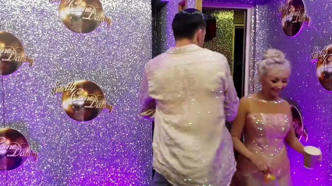 The ballerina is back! A beautiful Showdance by @thedebbiemcgee & @pernicegiovann1, scoring them 38 points! https://t.co/JWDwOrzWXt