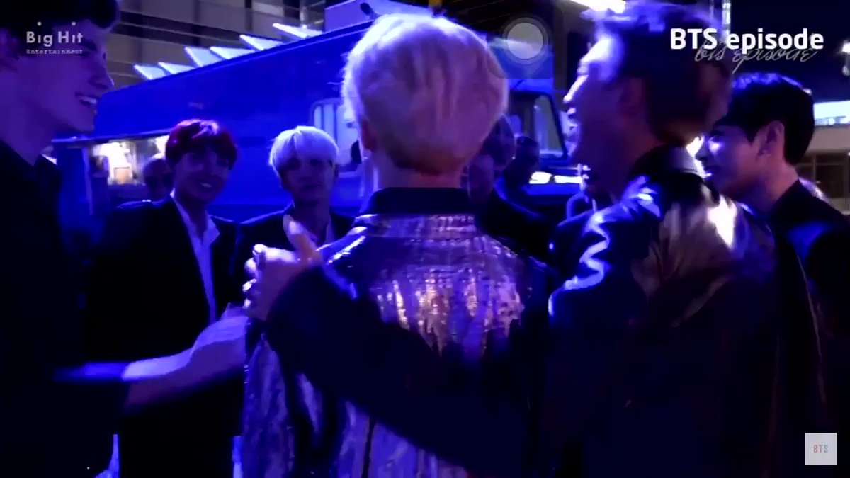 RT @vmonsus: JIMIN TRULY COULDN'T HELP HIMSELF SHAWN BARELY WALKED AWAY https://t.co/m1iSijYF20