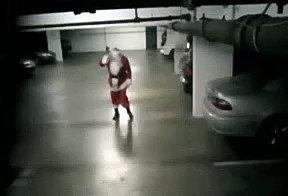 Papai Noel já tá saindo p entregar os presentes...ops😨 https://t.co/OdhER87SYc