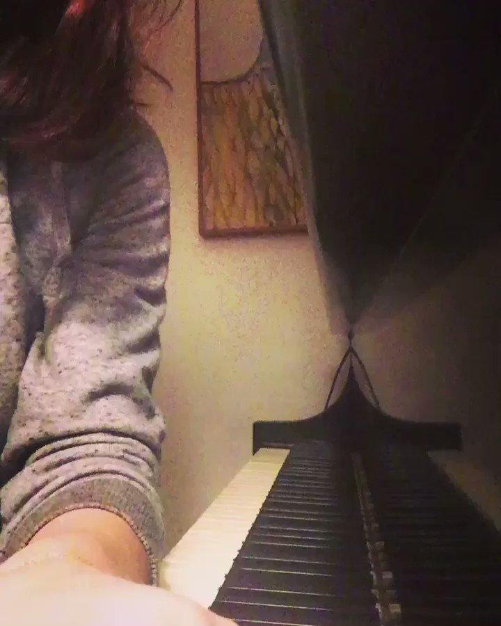 Alexandra Daddario  - Quiet moment twitter @AADaddario
