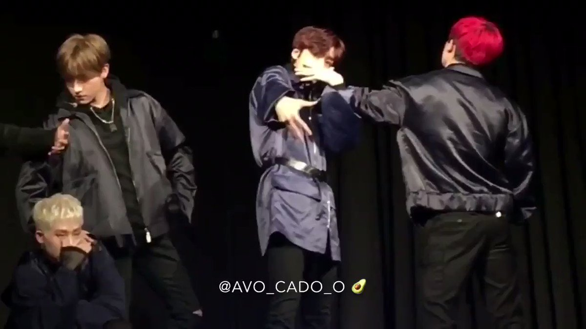 so wonho rest his arm on hyungwon's shou...