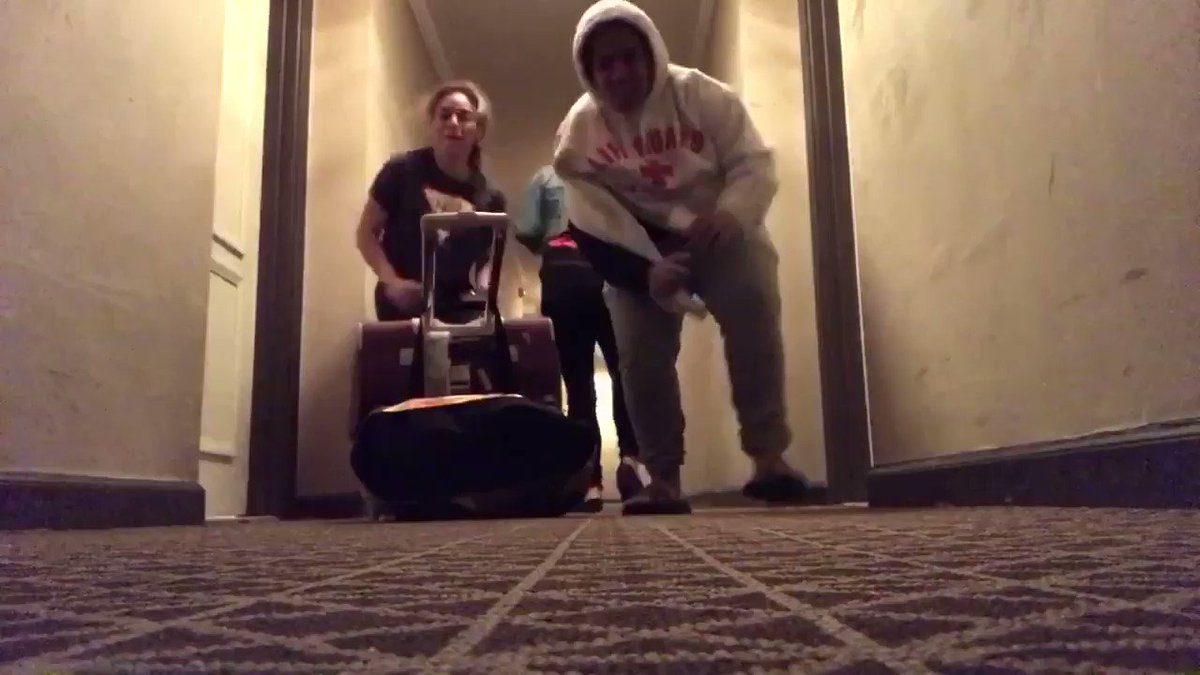 When you lock yourself out your hotel room..this is what you do when you wait for help ��������‍♀️ https://t.co/oJDmHeapka