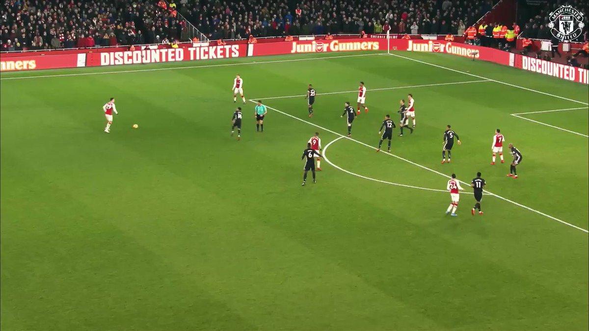 At this moment, Alexis Sanchez decided enough is enough... no more playing against David de Gea. 😂 #mufc