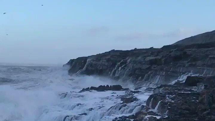 RT @galwaytourism: Waves battering Black Head on Galway Bay today #StormDylan https://t.co/HiYVroJrVG