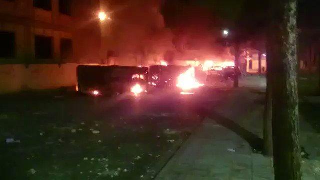 حرق باصات قوات  الباسيج التابع للحرس الث...