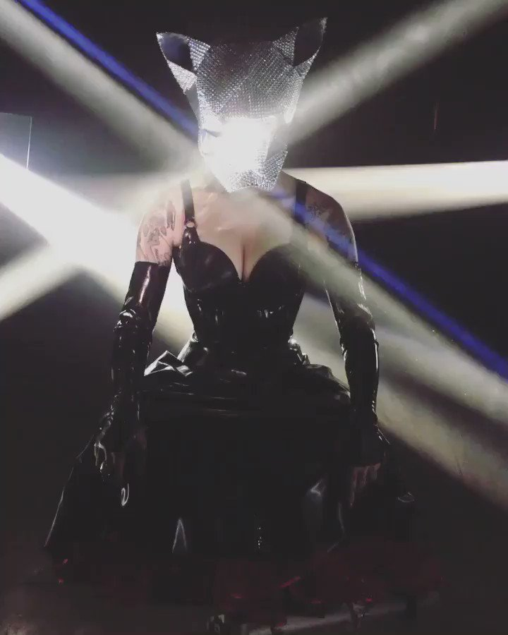 Latex, lube, glitter and cat-heads, oh my!  Behind-the-scenes shooting a music video for @IAMX 🖤✨ https://t.co/O8pIcp0t9b
