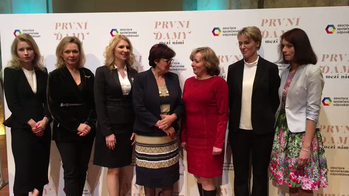 Ženy kandidátu na prezidenta @Seznam_Zpravy https://t.co/1Oj50MAGdP
