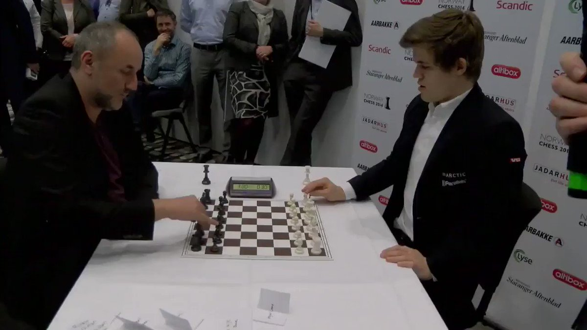 RT @ArabicBest: عندما يلتقي عمالقة 'الشطرنج'.! النرويجيان 'Manager Espen' و 'Magnus Carlsen'.! https://t.co/TErtKM4TC1