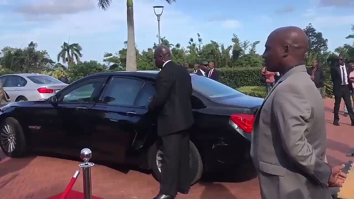 RT @Sang_254: South African Presidential detail ought to be thought how to open car doors, WTH!! https://t.co/Wn2igMSlLO
