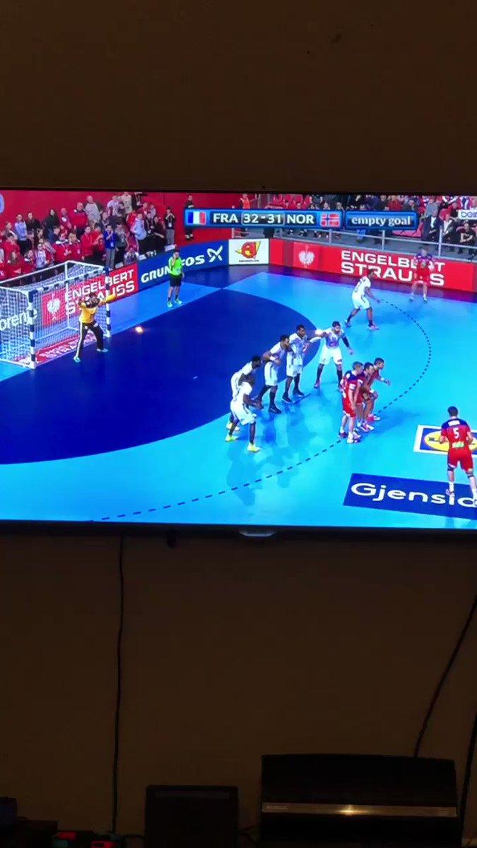 Quel premier match !!! Bravo les bleus ! 🇫🇷🔥@lucabalo @NKARABATIC #FRANOR @FRAHandball https://t.co/d0zqrF70Q5
