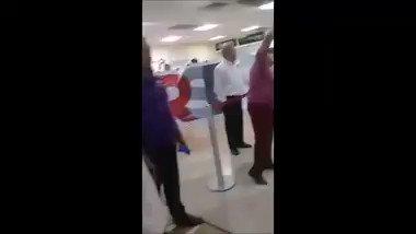 Así recibieron a AMLO en el aeropuerto d...