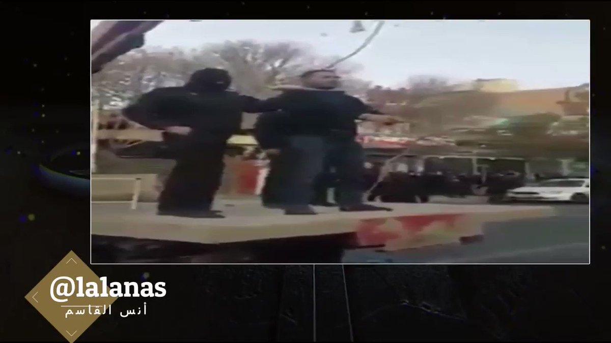 RT @1a1anas: #ايران_رأس_الارهاب #شاهد | قوات نظام #إيران تعدم احد شباب السنة الذي شارك في الإحتجاجات قبل أيام. https://t.co/tW4XyYWnab