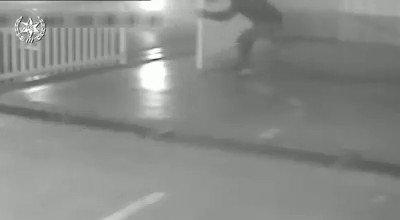 #شاهد: شرطة الاحتلال تعتقل فلسطيني من #طولكرم بزعم اقتحامه لمرآب سيارات بالداخل الفلسطيني المحتل وسرقة سيارة منه https://t.co/j4WFgr3jcN