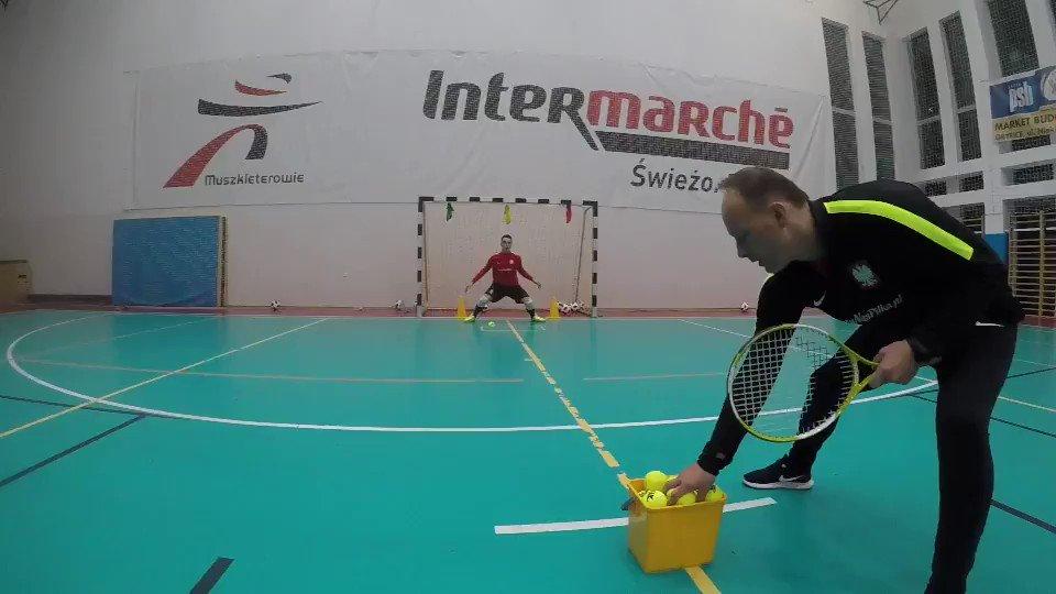 Tak trenują bramkarze reprezentacji Polski w futsalu. 🤨⚾⤵ https://t.co/uKnrI0yZlQ