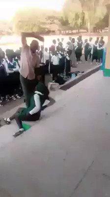 إفريقيا ... عقوبة التأخير عن الطابور الصباحي في مدارس جمهورية غانا #نطالب_بحصص_للموسيقي https://t.co/CzQYTe0hXI