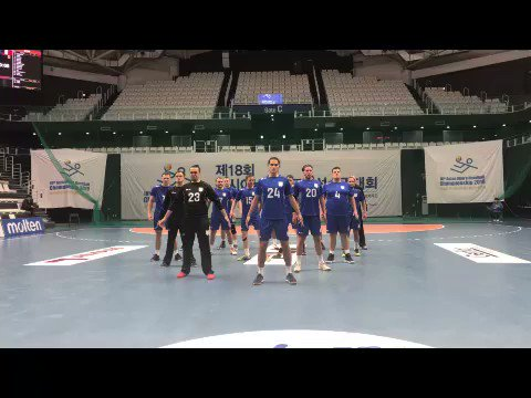 RT @ihf_info: New Zealand perform one of their famous hakas at the Men's Asian Championship in Korea💪🏻 https://t.co/g5LMSnEL7W
