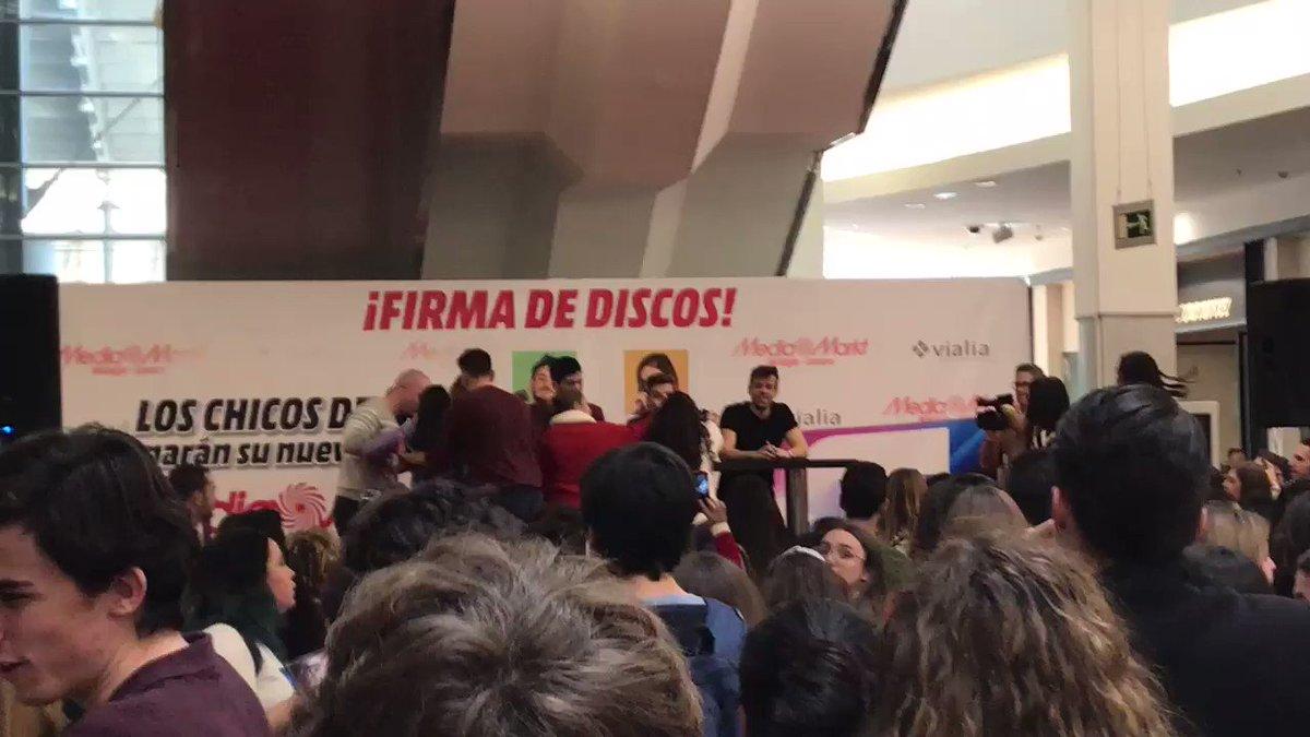 "RT @AliciaMartin_S: Cepeda cantando ""Issues"" y pancartas de #AitanaGanadora 💙 #CepedaMálaga https://t.co/A5823iBjR5"