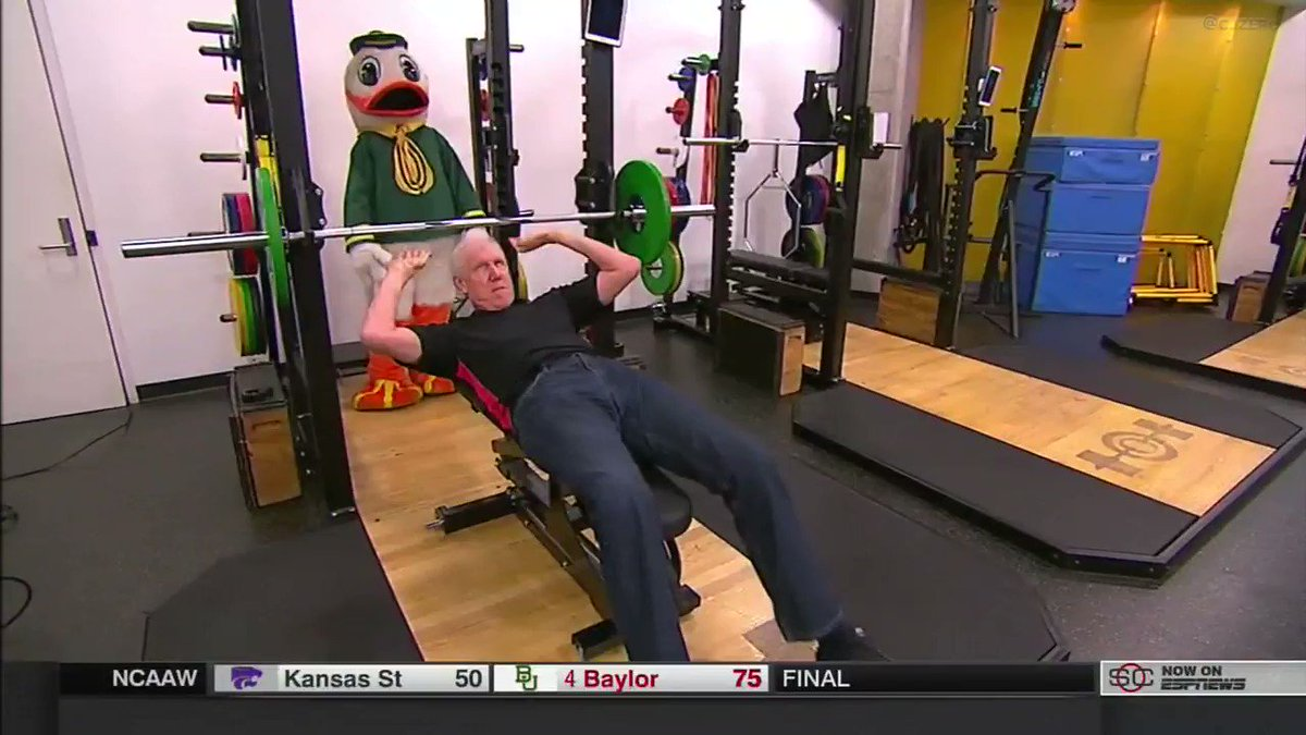 Bill Walton hits the bench and lets Pudd...