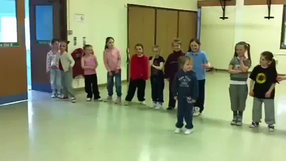 RT @AfricaFactsZone: A class of students in Ireland singing one of their favourite songs, Don't Dull by Wizkid. https://t.co/T58hMRKya1