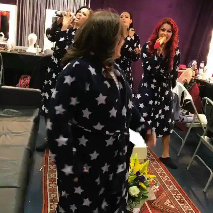 RT @SusanCalman: Tour warm up with my girls @dowden_amy @dbuzz6589 @Mrs_katjones @JManrara https://t.co/ias0jWWNJz