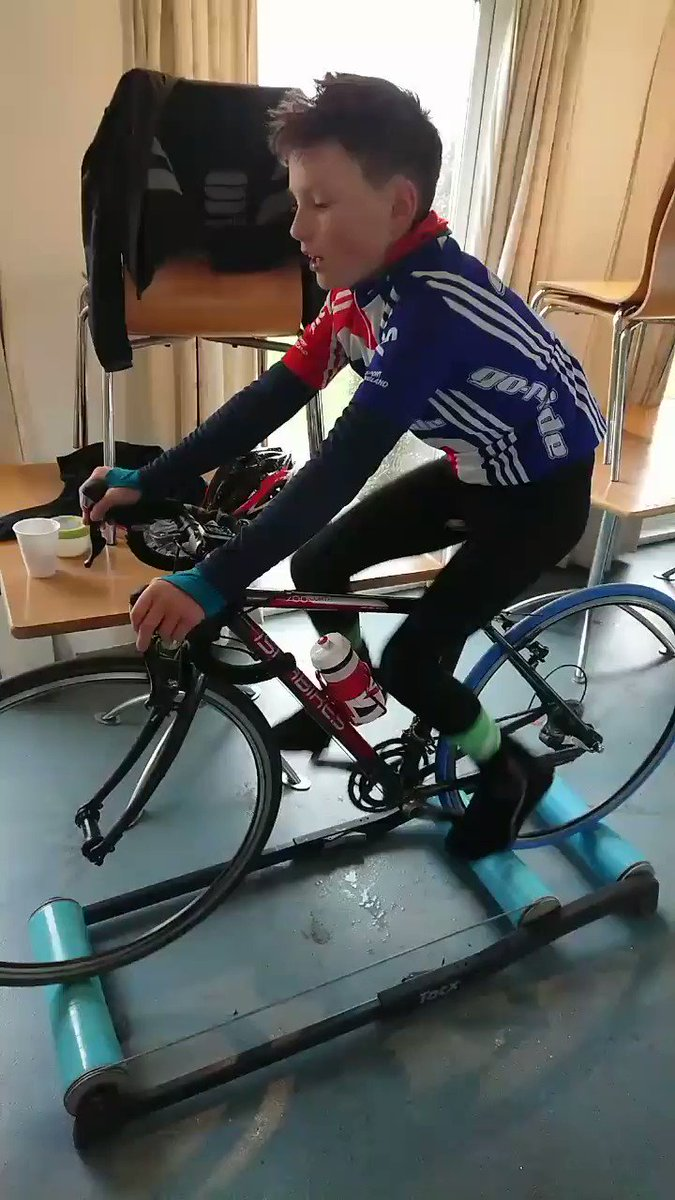 45 min 'warm up' in the the sleet then inside for time on the rollers. The boy's first @PrestigeVC_ session https://t.co/bMtHsPN8y1