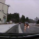 車の屋根の雪を落としておかないと?走行中にとんでもないことになるかも!