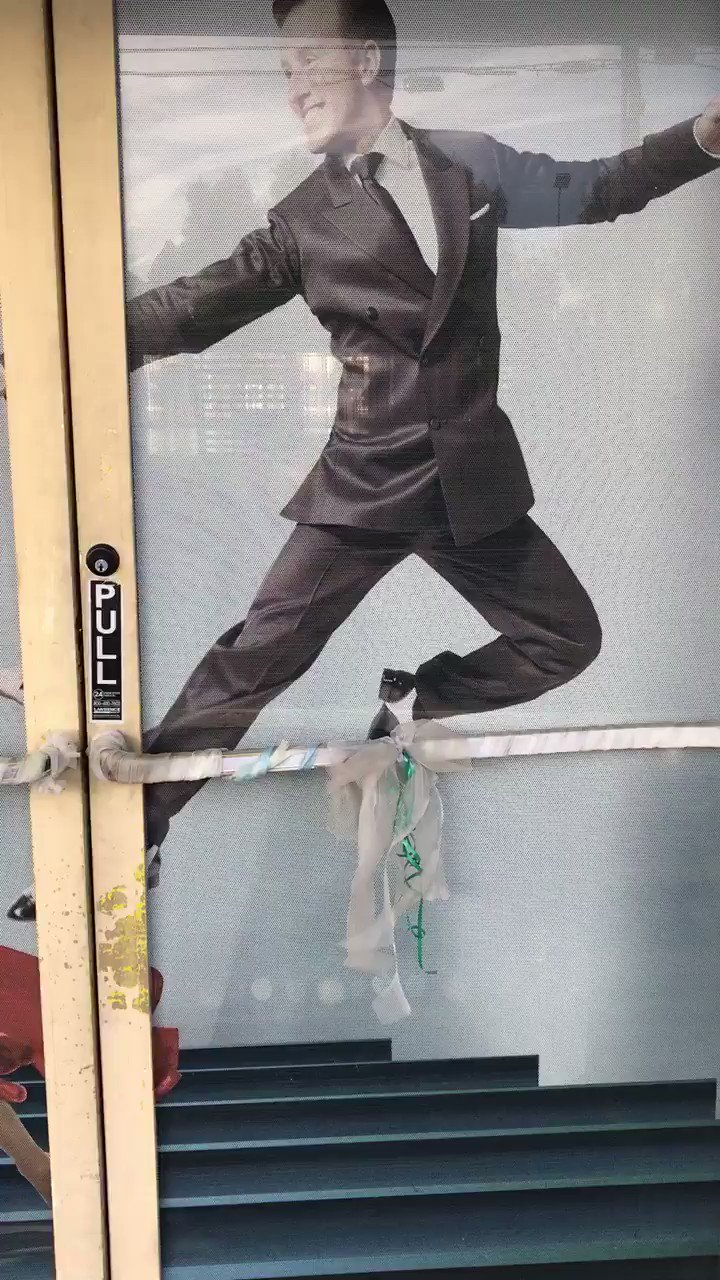 RT @ShirleyBallas: Love Anton.  I see him every day on my door going to work.  @TheAntonDuBeke   The one and only x https://t.co/11yTEW6XXH