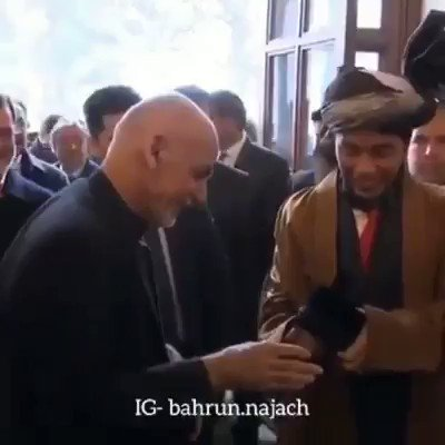 A touching moment. Indonesias President Joko Widodo exchanging traditional hat with President Ashraf Ghani of Afghanistan in Kabul. A show of respect & friendship. Followed by praying together in a mosque in Kabul. @MahmoudSaikal @indonesiaunny @AfghanMissionUN @Portal_Kemlu_RI
