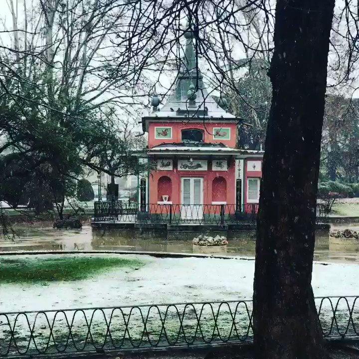 En la Casita del Príncipe los copos de nieve parecen de otra época @_ElRetiro @MADRID