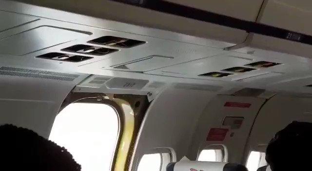 Poef en hij was weg: passagiers beschrijven het moment dat deur uit vliegtuig valt