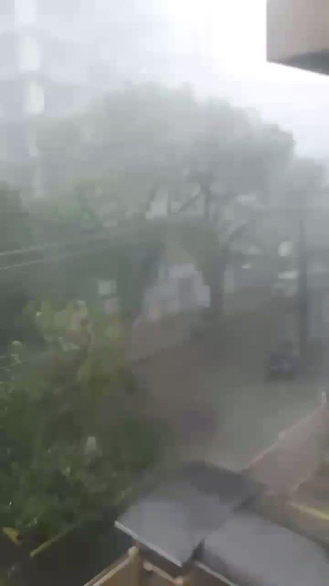 Chove um pouquinho em Porto Alegre.