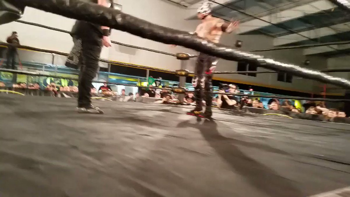 Nice sequence between @TheSamiCallihan and @ReyFenixMx   #CZW19 @combatzone