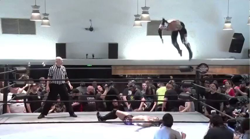 Single match: @ReyFenixMx vs @sammyguevara  #mysteryvortexv  #Pwg prowrestlingguerrilla.com/merch/2018/dvd…