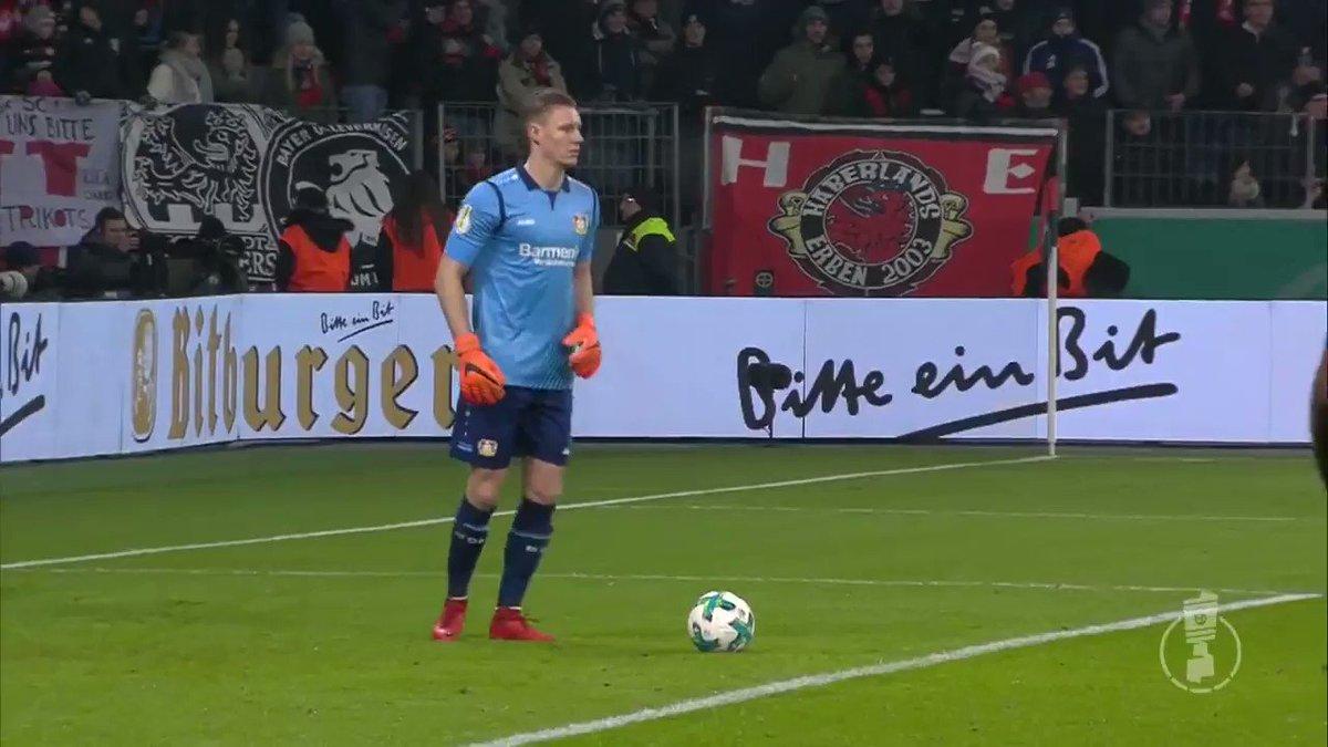 Uma saída de bola do Bayer Leverkusen só...