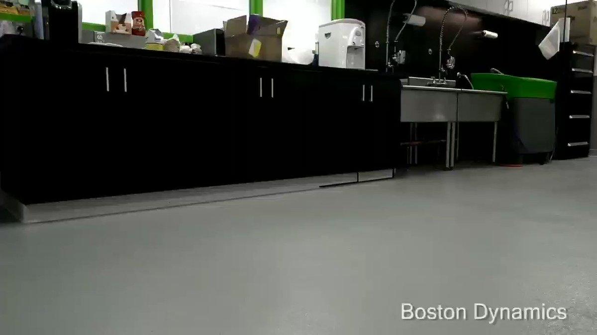 ⚡🇺🇸 VIDÉO - Dans une courte séquence, la société Boston Dynamics dévoile une nouvelle capacité de son robot quadrupède #Spotmini.