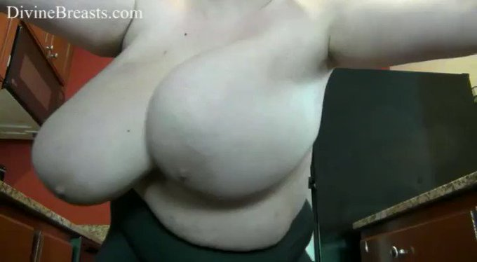 Peyton Bouncing Her #bigtits see more at https://t.co/O6VK705yKF https://t.co/afclu8YxOK
