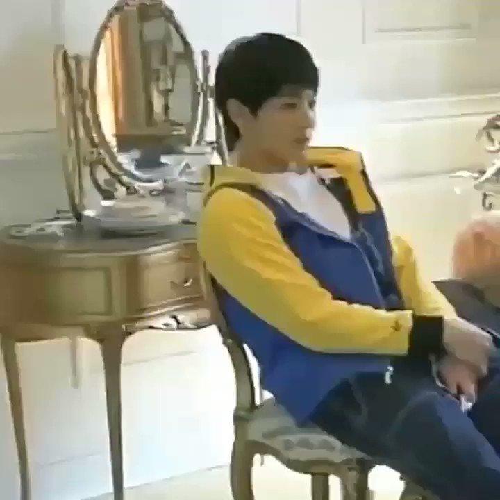 JK: Os pés do Jimin hyung são fofos http...