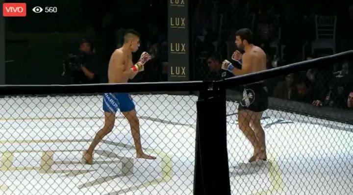 Luchador de MMA se rompe la pierna en plena pelea