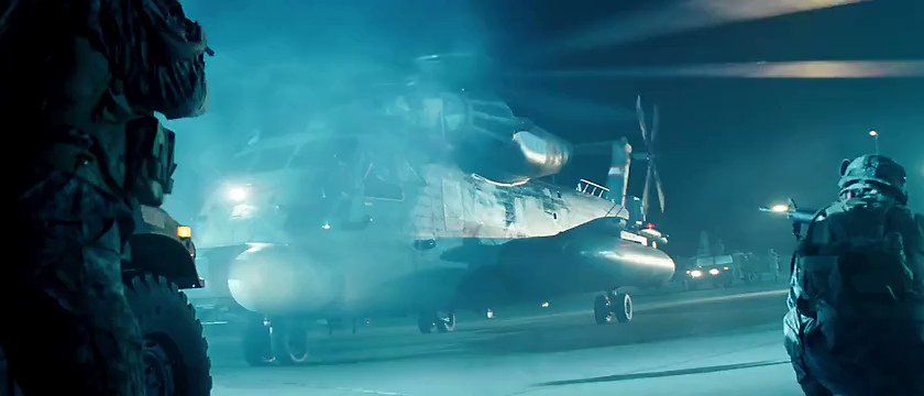 担当氏にあまりにも熱烈に勧められて、渋々&中身について何の前情報もないまま劇場に観に行った当時のわたしがですよ、ブラックアウトさんのこのシーンでどれほど!興奮!!したことか!!! (画像引用元:Transformers 2007)