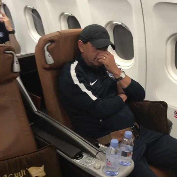 🎥 | طائرة 'البيرق' تنقل #الهلال إلى 'مسق...