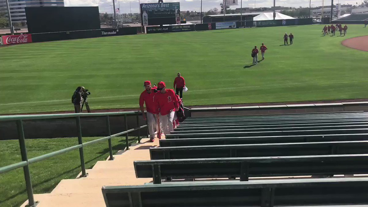 (Full) Squad, roll out! #LAASpring https...