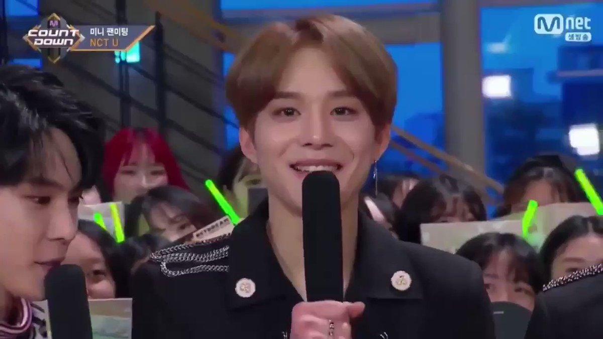 Jungwoo's live singing to bless ur timel...