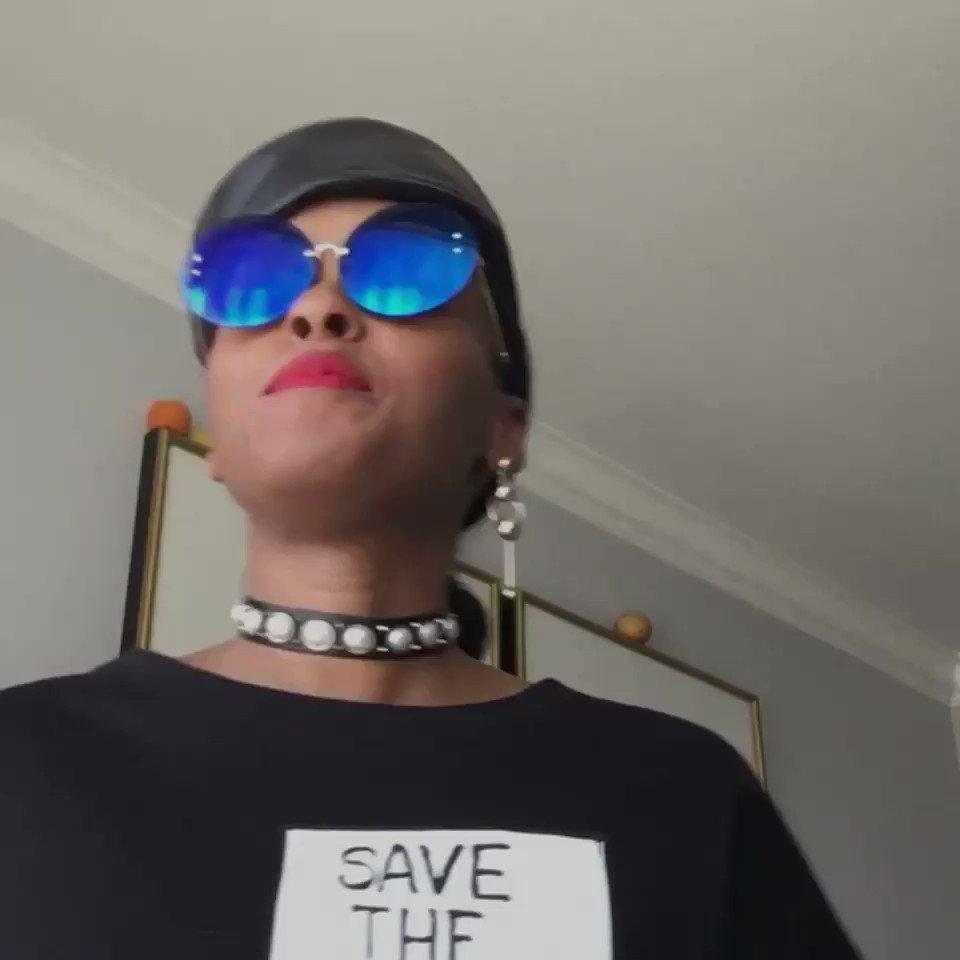 CRAZY! Today's #WorldRecord from @JanelleMonae 'Make Me Feel' 👉🏼📲 LISTEN https://t.co/xXu8MTWJ6I https://t.co/BjLY2PYqjc
