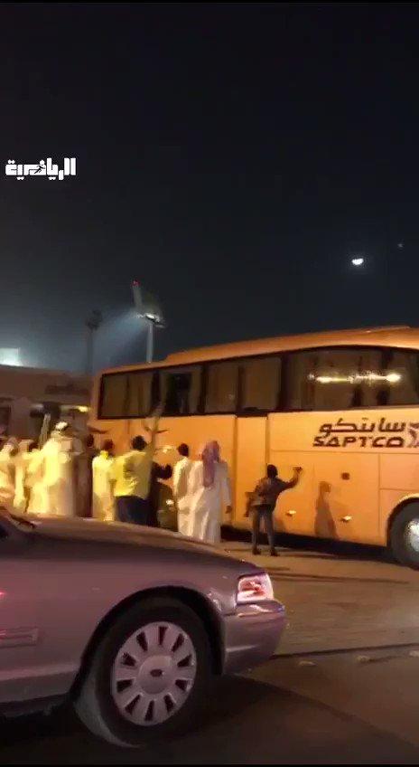 🎥 #فيديو جماهير تهاجم حافلة #النصر بعد ن...