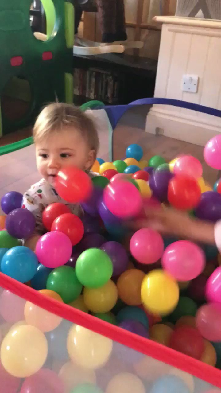 Just filled up Harry's ball pit https://t.co/gQEqlWzbQV