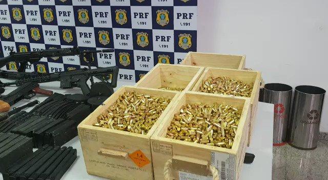 5PkunI8BvILaXsob?format=jpg&name=small Homem é preso com 12 fuzis, 33 pistolas e 40 mil projéteis que levaria para a Maré Policia