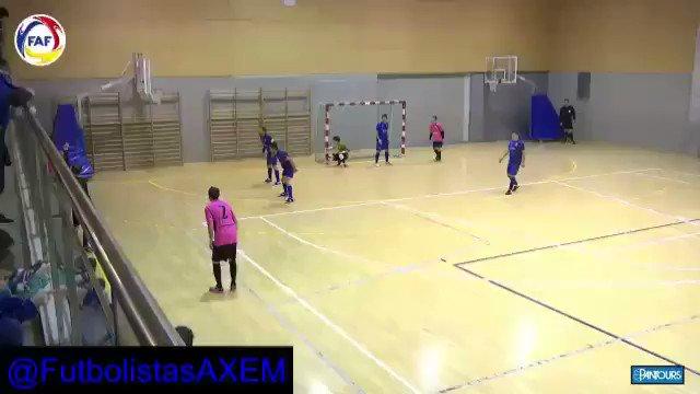 #Andorra 🇦🇩 @JavierSaviolaOK convirtió su 1er gol oficial en el #Futsal. Fue en el empate 3-3 entre #FCEncamp y #Madriu 👊👏⚽💪👍#ArgentinosPorElMundo 🇦🇷⚽🌏 🎥@fedandfut  @gustavomunana @Ia14tuittera @RiverLPM @juancortese @DistasioNicolas @palacios_mauro @emilianoraggi