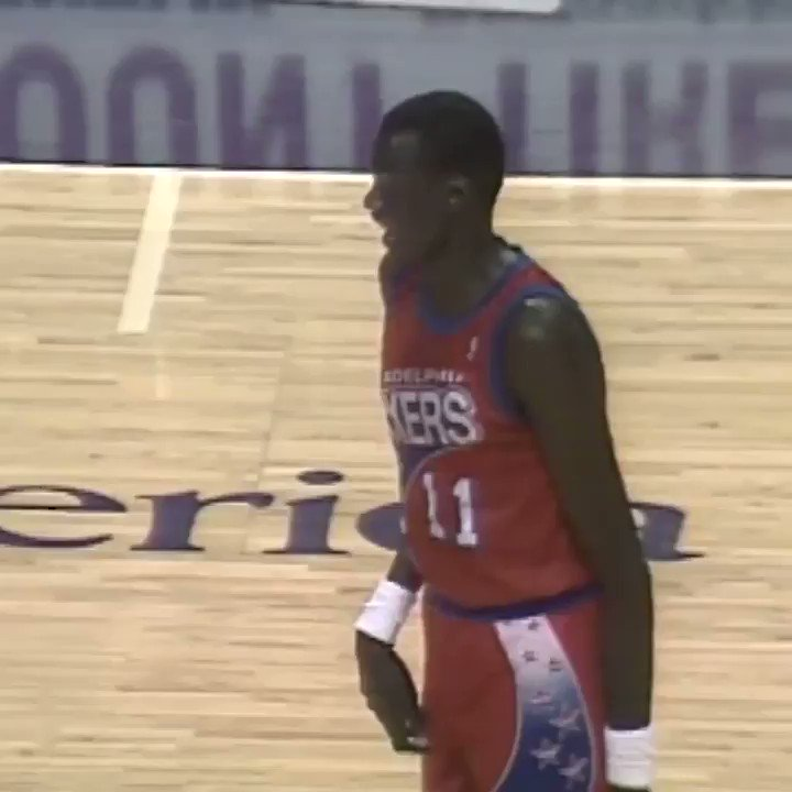 28 years ago today. Manute Bol makes 6 3-pointers...in one half. The look on the Suns players towards the end is hilarious.  https://t.co/1E6LbORRuK